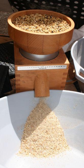 omer-barley-crop-grinding